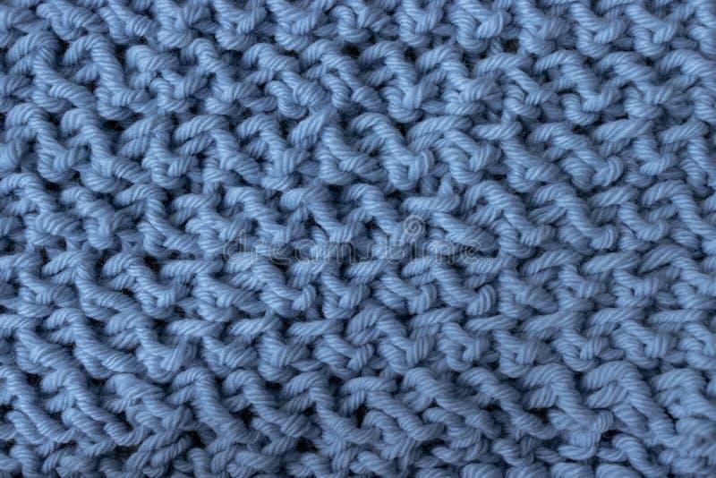 Close-up desarrumado azul cinzento do knitwork foto de stock