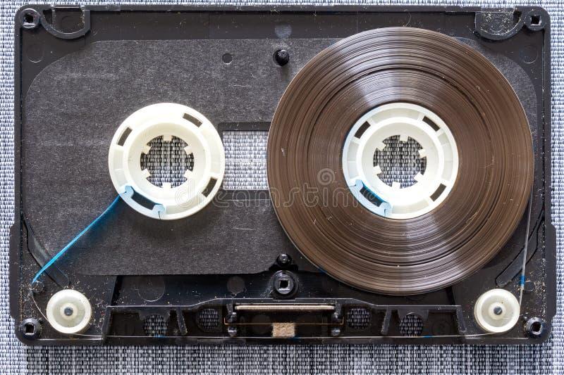Close up desmontado da cassete áudio foto de stock