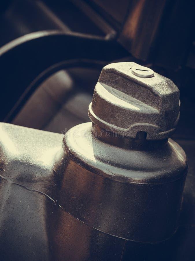 Close up detalhado do tampão plástico do combustível imagens de stock royalty free