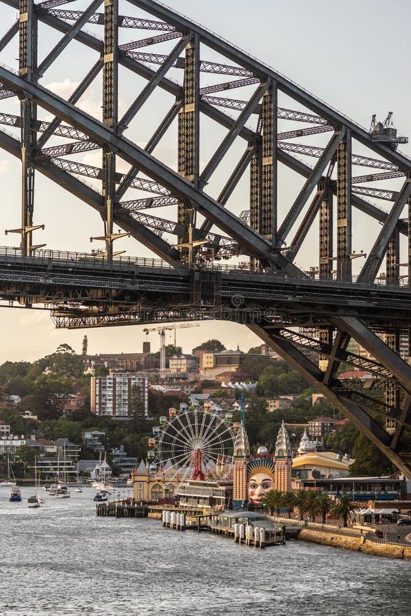 Close-up die van het Noordenkant van de Havenbrug tijdens zonsondergang, Sydney Australia landen royalty-vrije stock afbeelding