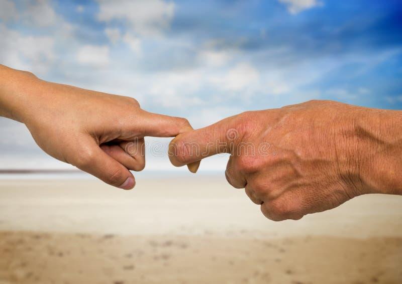 Close-up die van mannelijke en vrouwelijke handen vingers houden royalty-vrije stock afbeeldingen