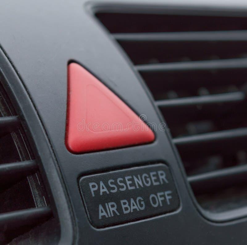Close up do botão de parada da emergência no carro imagens de stock royalty free