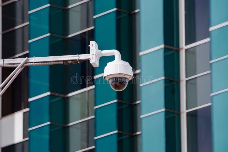 Close up do CCTV da fiscalização da câmara de segurança do tráfego quatro na estrada no thecity imagens de stock