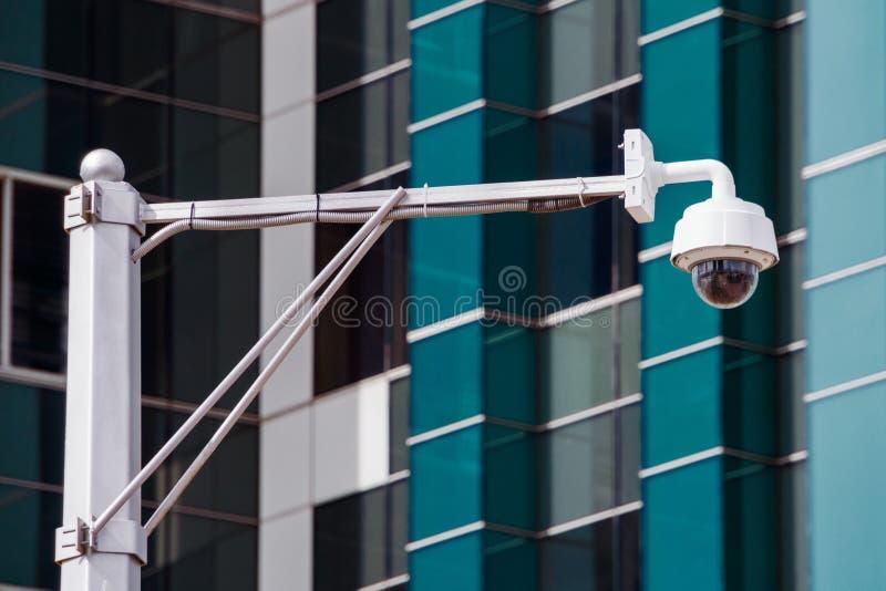 Close up do CCTV da fiscalização da câmara de segurança do tráfego quatro na estrada no thecity fotografia de stock royalty free