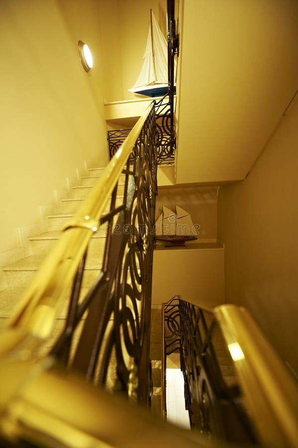 Close up do corrimão na escada imagens de stock royalty free