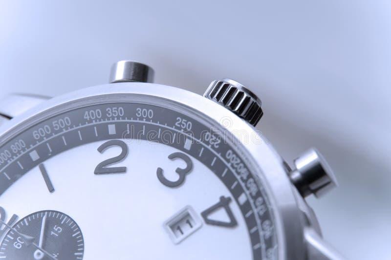 Close up do detalhe do relógio da mão imagens de stock