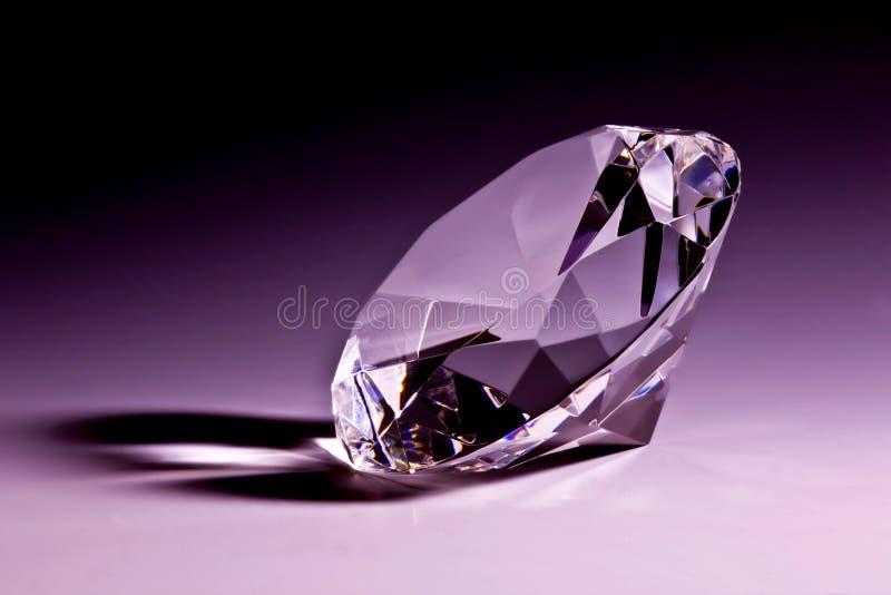 Close-up do diamante na violeta imagens de stock