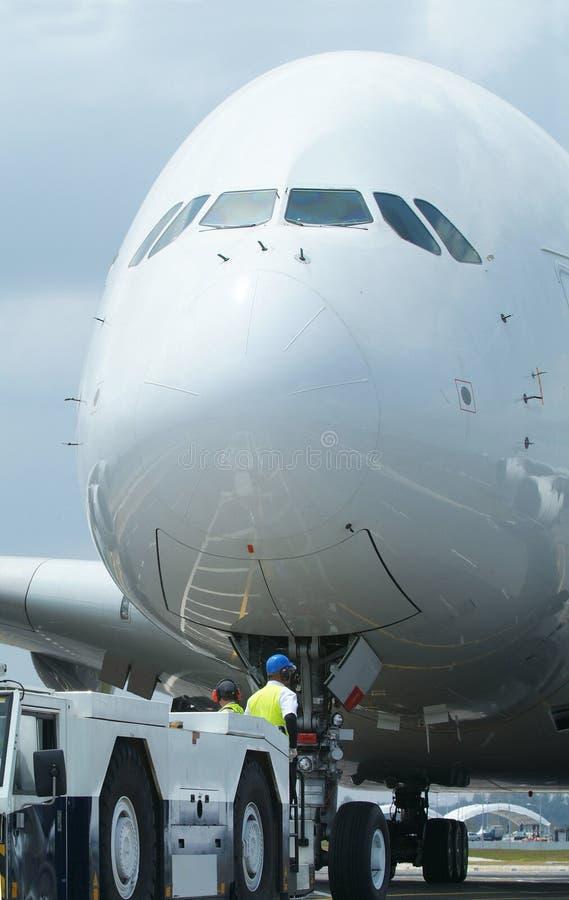 Close-up do grande avião wide-body imagem de stock