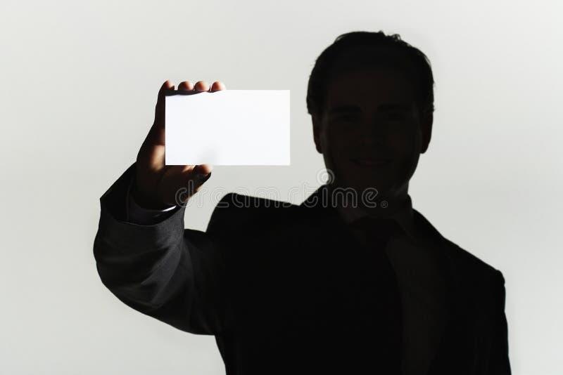 Close up do homem com cartão vazio imagens de stock