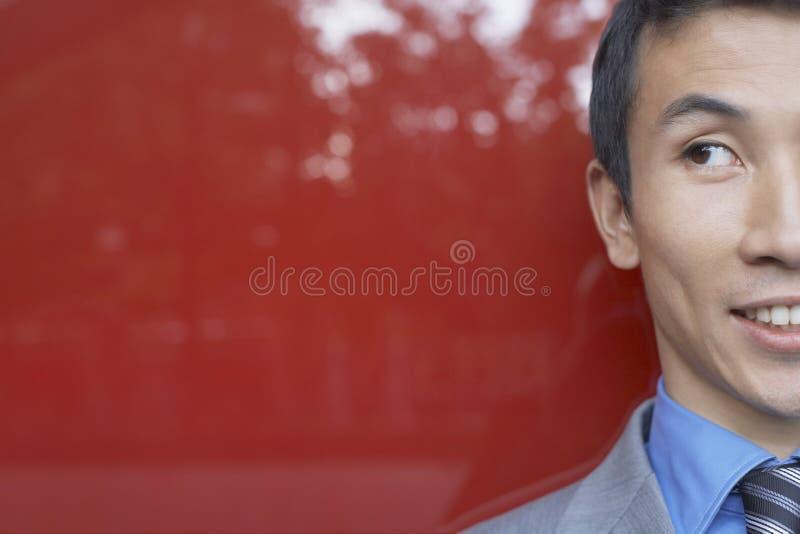 Close up do homem de negócios colhido de sorriso foto de stock