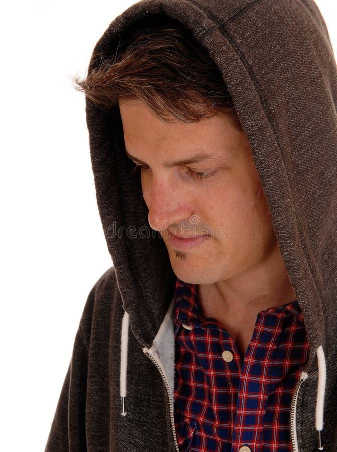 Close up do homem novo em hoody foto de stock