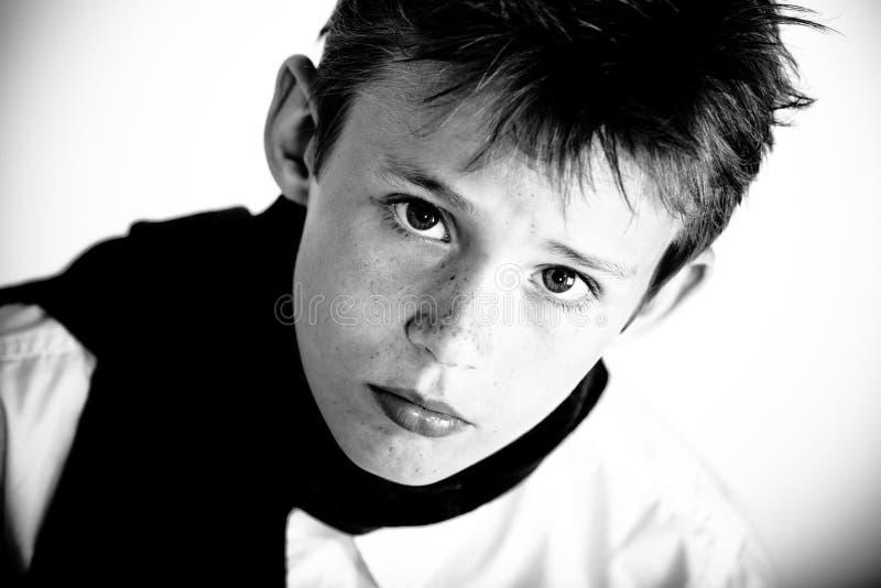 Close up do menino de vista sério fotos de stock royalty free