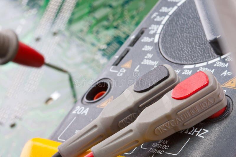 Close-up do multímetro digital imagens de stock