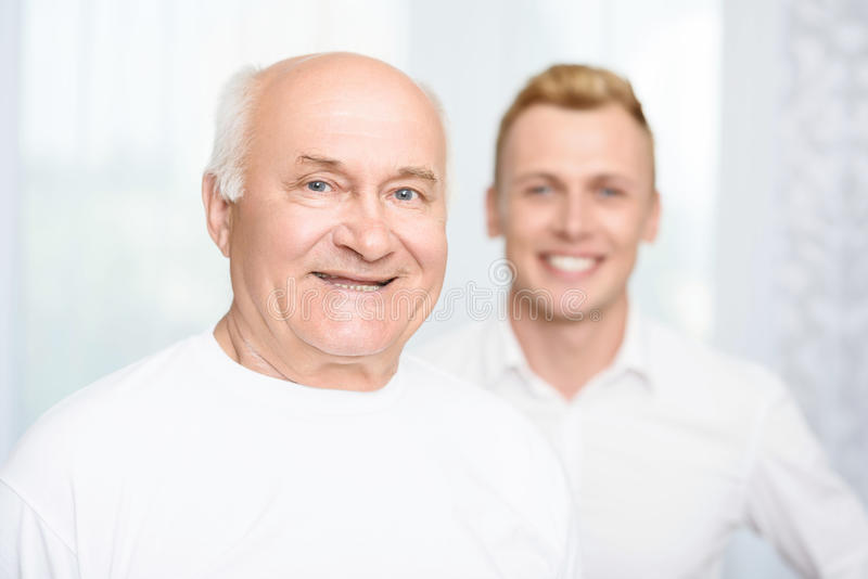 Close-up do neto e do avô foto de stock royalty free