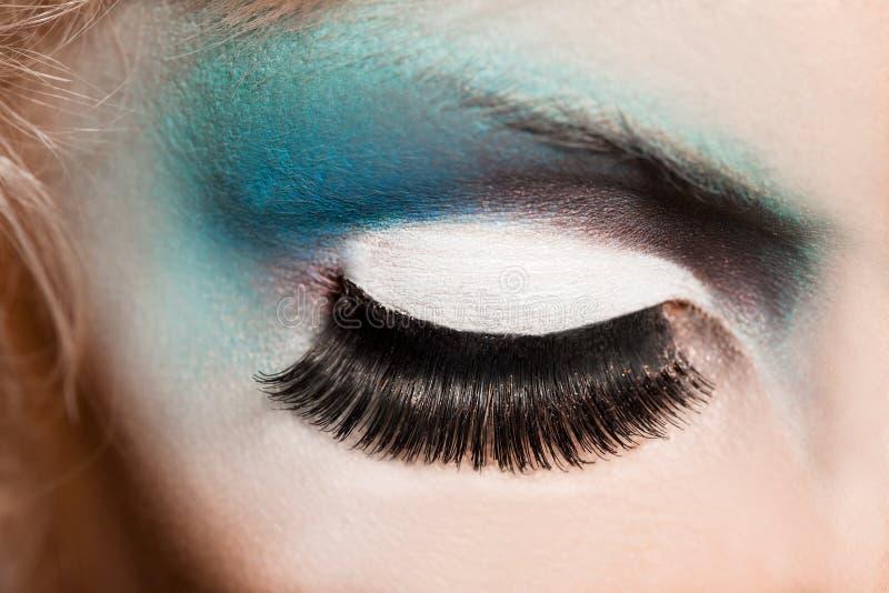 Close-up do olho womanish foto de stock
