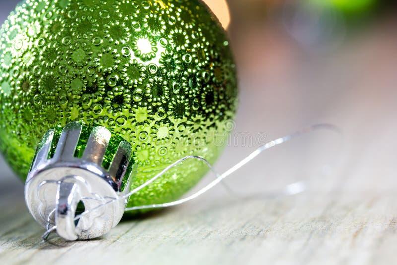 Close up do ornamento verde do Natal fotos de stock