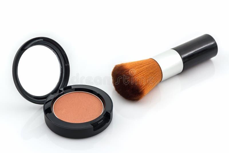 Close up do pó de cara e da escova da composição imagem de stock