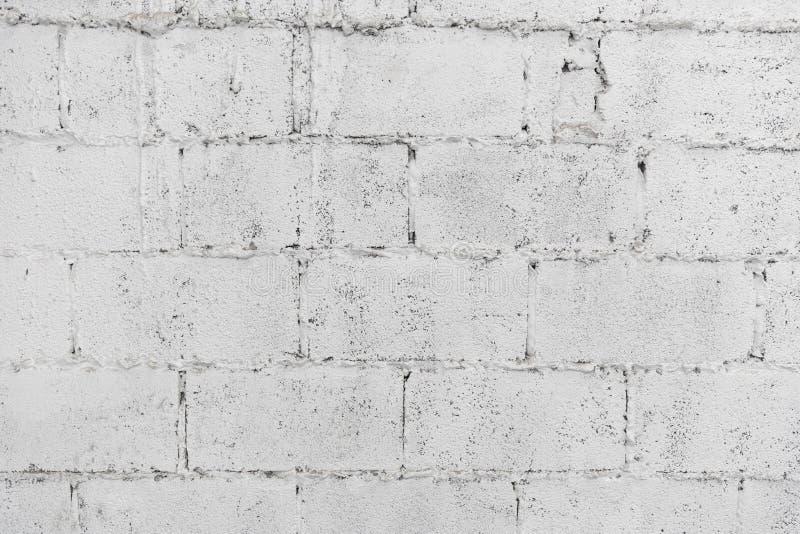 Close up do papel de parede do fundo do sumário da parede de tijolo da deterioração ou da bandeira branca da Web com espaço da có foto de stock royalty free