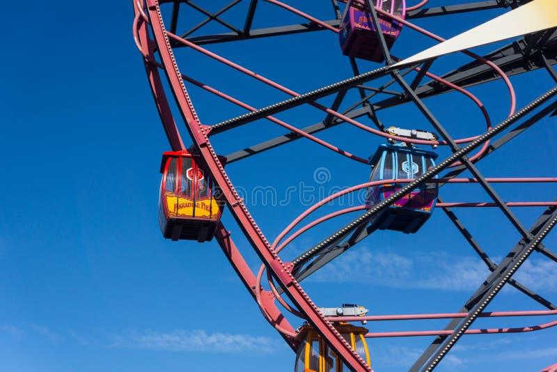 Close up do passeio de Mickey Mouse Fun Wheel Gondola foto de stock royalty free