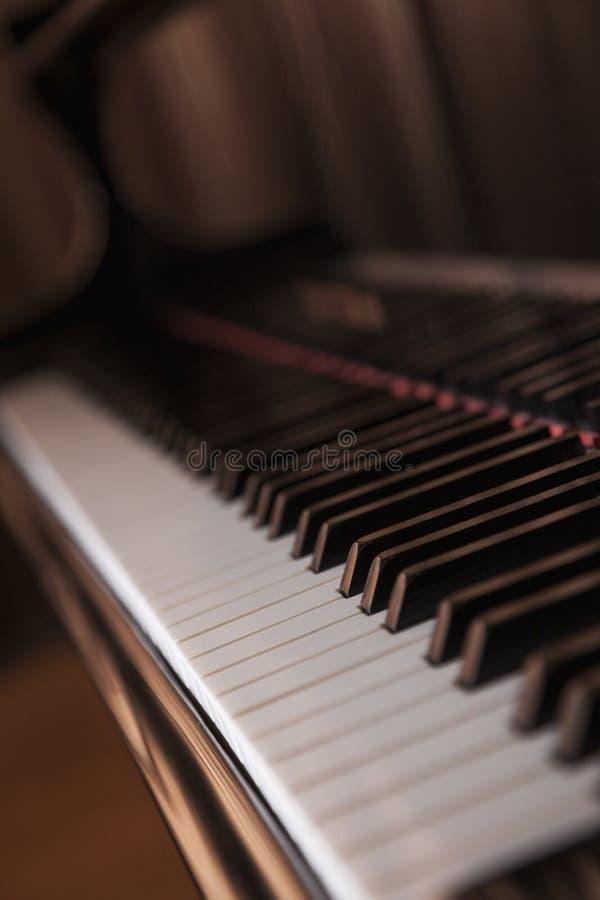 Close-up do piano e das chaves do piano fotos de stock royalty free