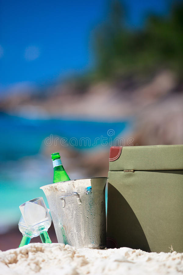 Close up do piquenique da praia imagem de stock royalty free