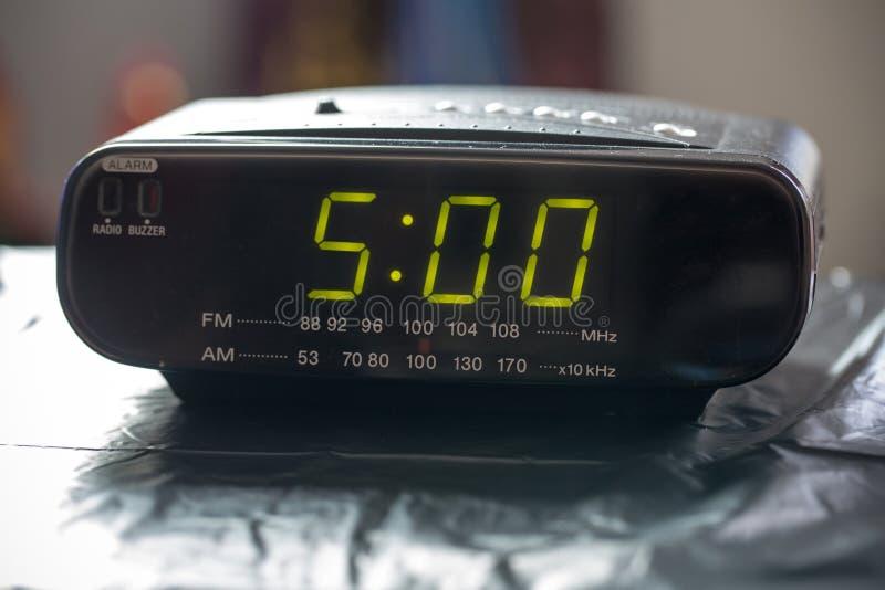 Close up do pulso de disparo de Digitas que indica o pulso de disparo do ` do 5:00 o imagens de stock