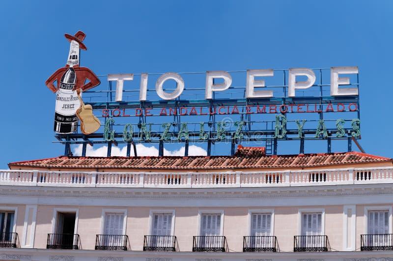 Close-up do quadro de avisos de Tio Pepe no telhado foto de stock royalty free
