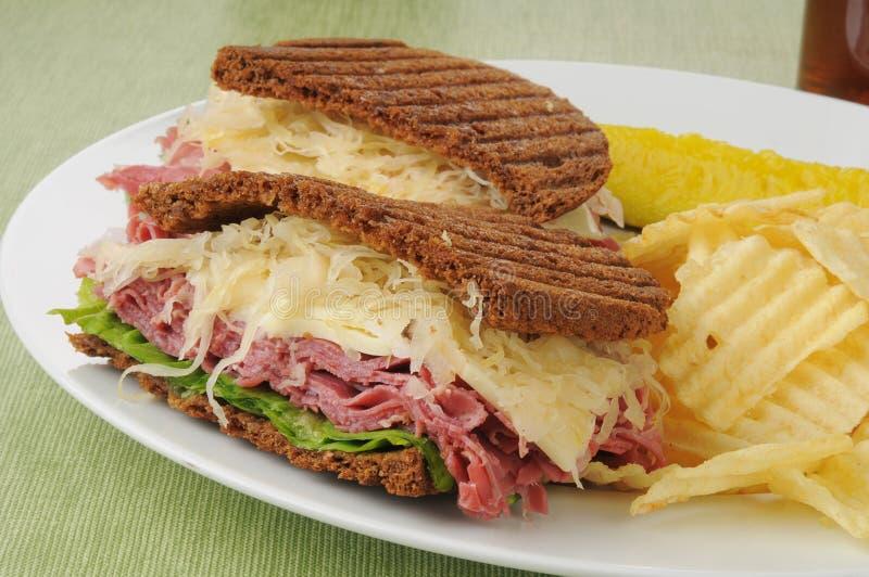 Close up do sanduíche de Reuben imagens de stock