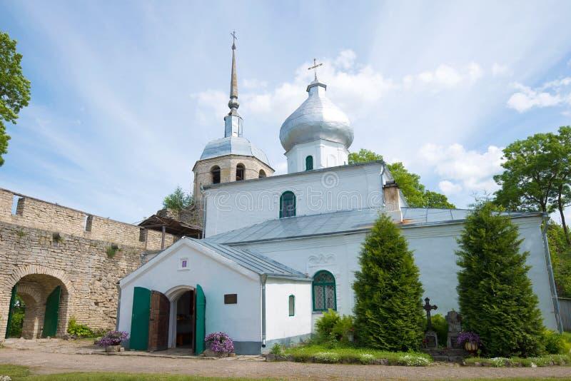 Close up do St Nicholas Cathedral, dia de junho Porkhov, Rússia fotos de stock