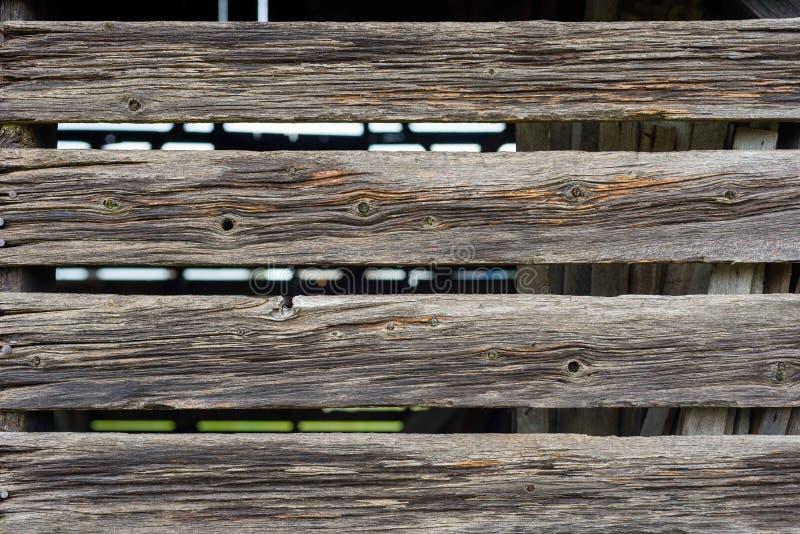 Close up do tapume de madeira da prancha na vertente rústica velha imagens de stock