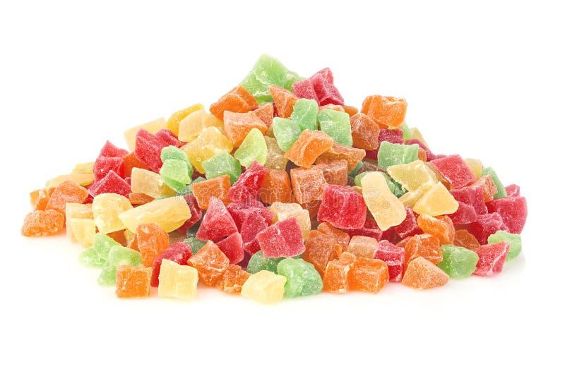 close-up doce Multi-colorido dos doces do fruto isolado em um fundo branco Succade foto de stock