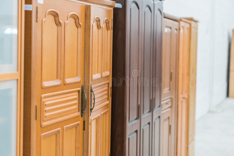 Close up dos armários de cozinha em casa foto de stock royalty free