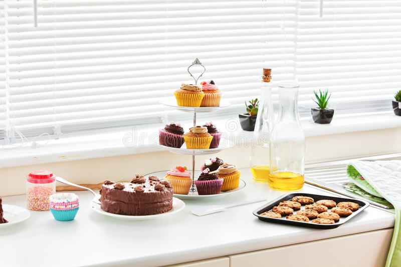Close-up dos bolinhos e dos bolos imagens de stock