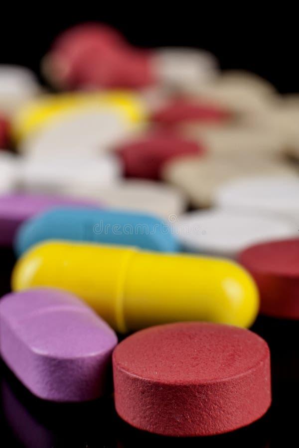 Close up dos comprimidos no preto fotografia de stock royalty free