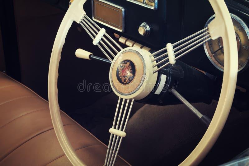 Close-up dos detalhes de carros do vintage, console do carro do vintage imagens de stock royalty free