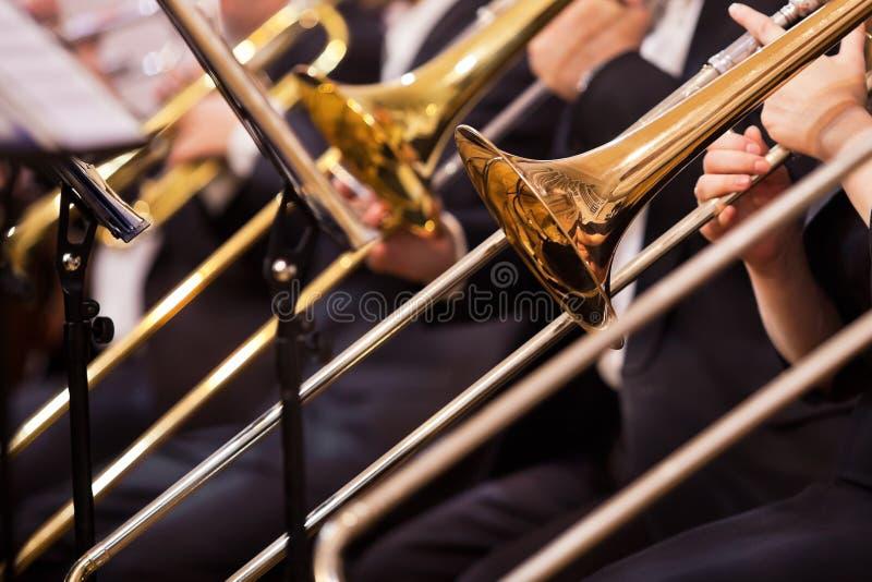 Close up dos trombones foto de stock