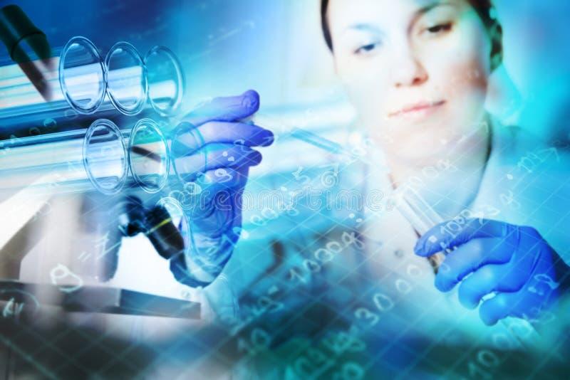 Close up dos tubos de ensaio, produtos vidreiros médicos fotos de stock royalty free
