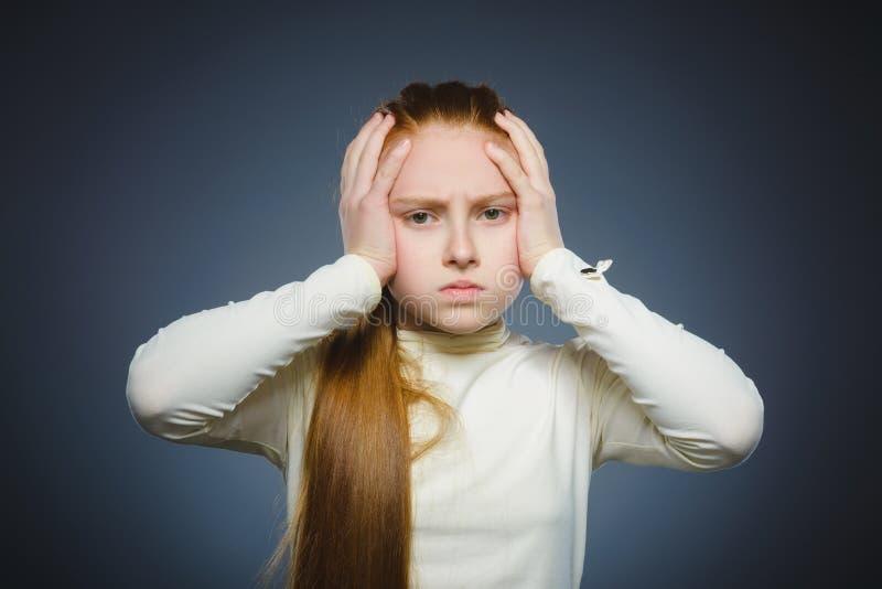 Close-up droevig meisje met ongerust gemaakte beklemtoonde gezichtsuitdrukking stock fotografie