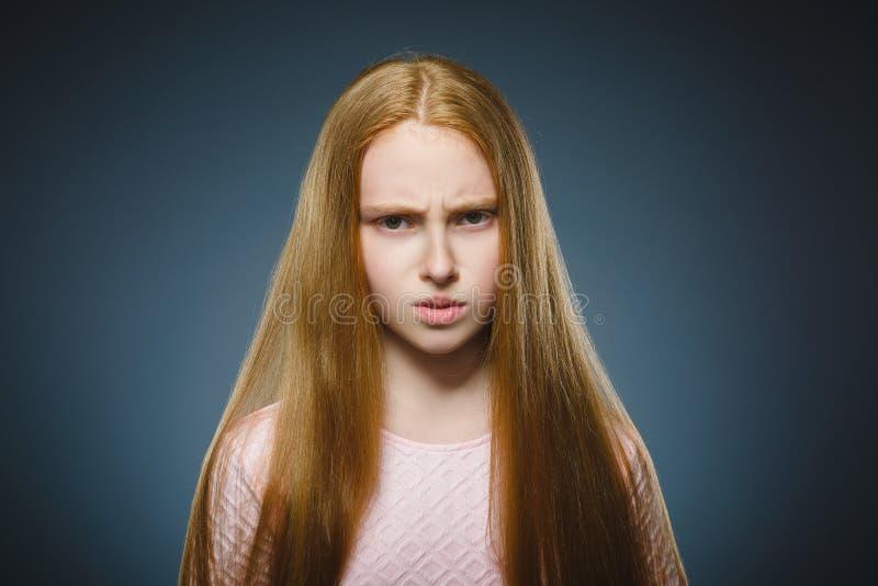 Close-up droevig meisje met ongerust gemaakte beklemtoonde gezichtsuitdrukking royalty-vrije stock foto