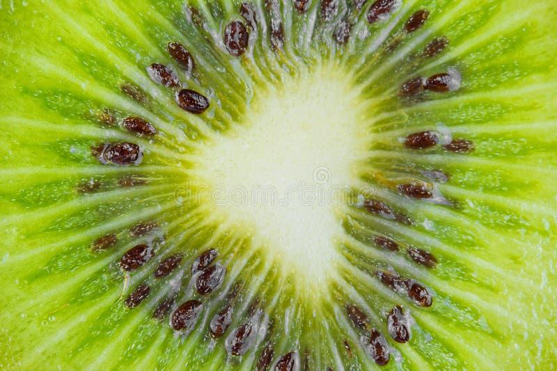 Close-up een plak van vers kiwifruit royalty-vrije stock fotografie