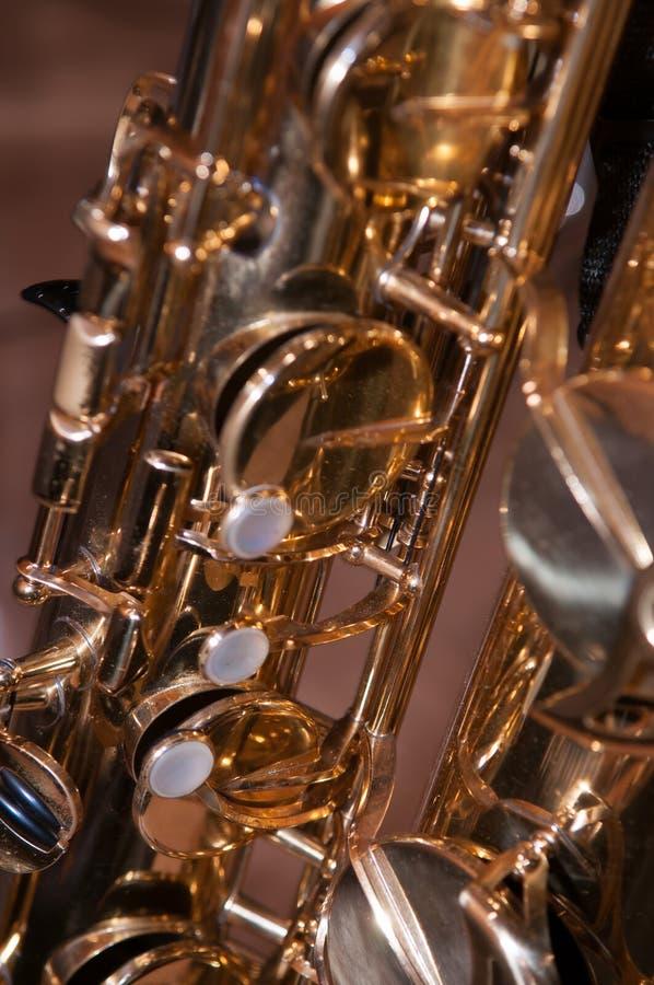 Close up em chaves do saxofone do conteúdo imagem de stock royalty free