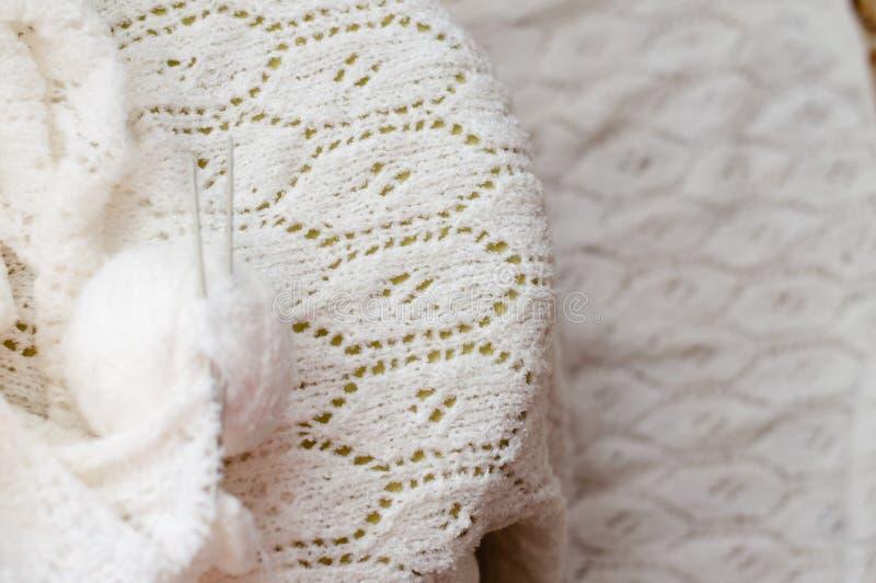 Close up em feito a mão da confecção de malhas tecida do artesanato imagem de stock royalty free