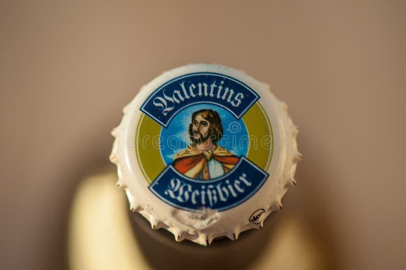 Close-up em um tampão de garrafa da cerveja de Valentins Weißbier fotos de stock royalty free