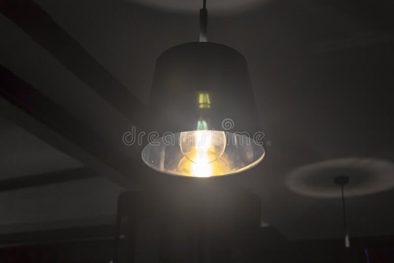 Close-up escuro do tiro da luz da esfera do atmospere preto e branco imagem de stock royalty free