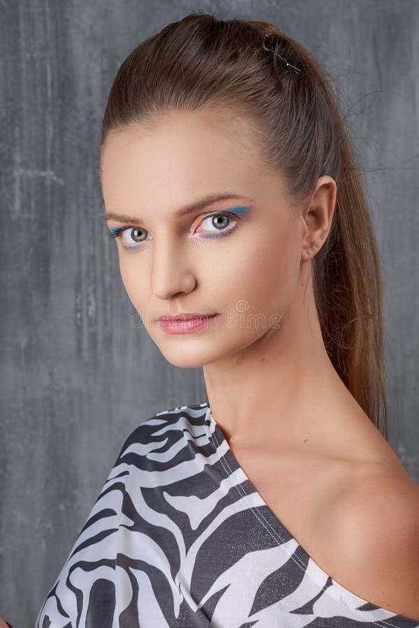 Close-up fêmea bonito do retrato, composição da beleza fotos de stock royalty free
