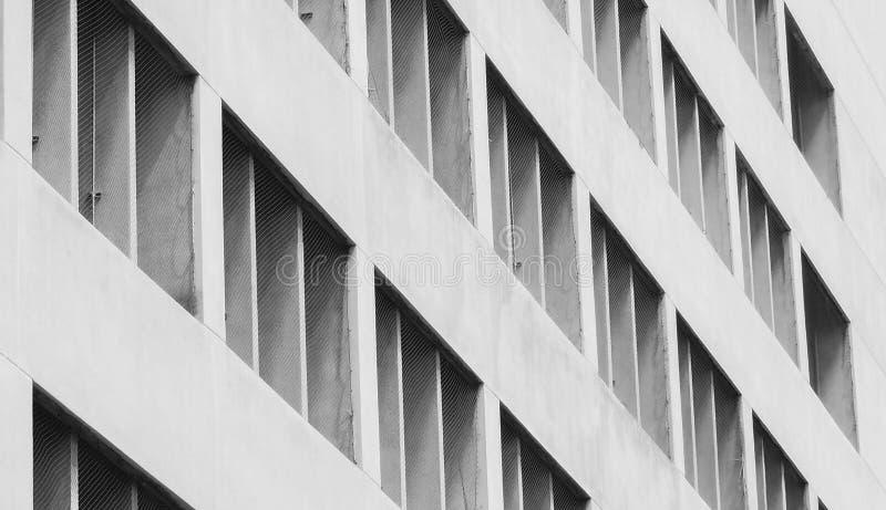 Close-up geventileerde voorgevel van de concrete bouw Witte ventilatie met creatieve en mooie patroonarchitectuur De witte bouw royalty-vrije stock foto's