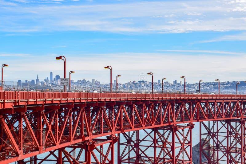 Close-up golden gate bridge e San Francisco Cityscape de Marin Headlands imagens de stock royalty free