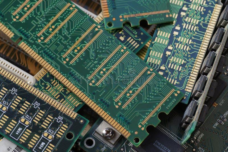 Close-up grande Módulos de RAM, projetados recuperar as matérias primas valiosas, incluindo o ouro imagens de stock royalty free