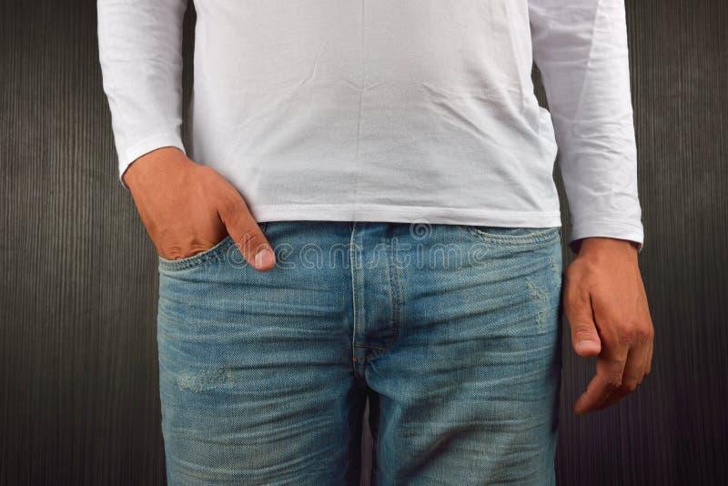психология на фото руки в карманах кабинет