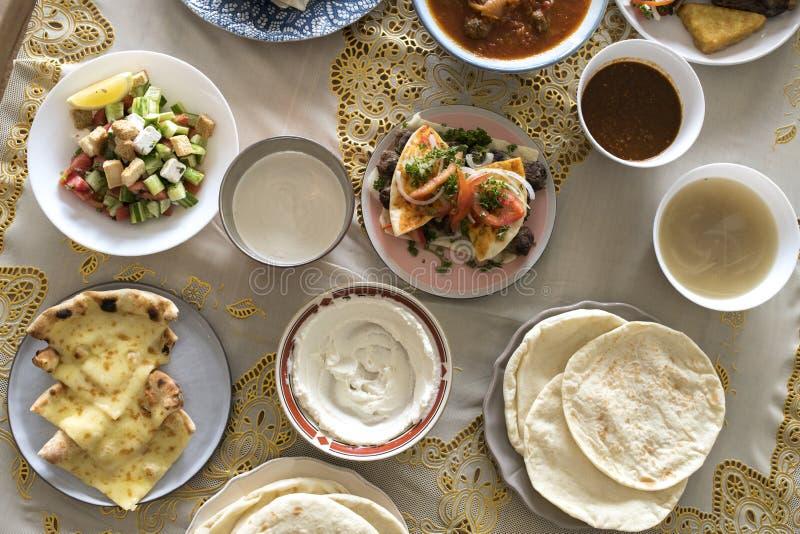 Close-up Islamitisch voedsel bij Ramadanfeest royalty-vrije stock foto